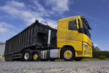 Bulk & Tipper Issue Four: Volvo FH 500 Lightweight